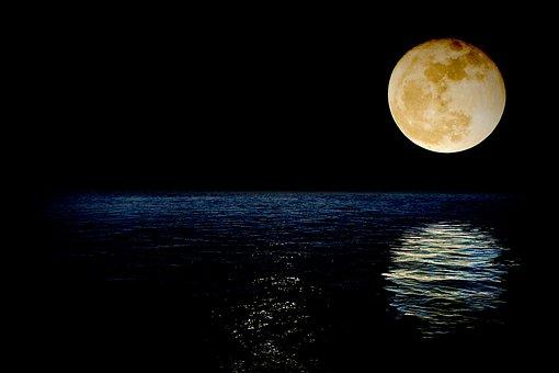 luna-1826849__340